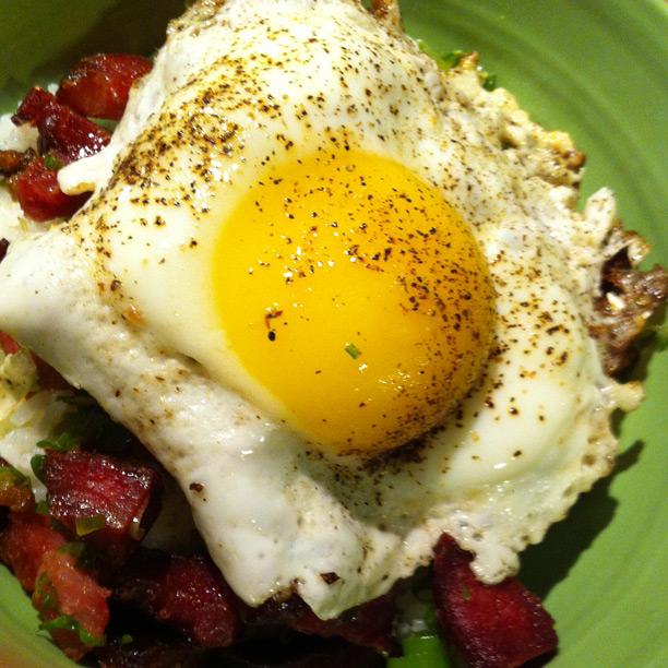 Adoboloco-14hr-smoked-pork-ham-eggs